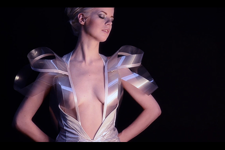 VLC ♥ 'Intimacy 2.0' – Interactive fashion by Studio Roosegaarde