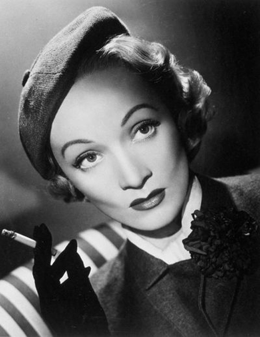 marlene dietrich con boina de caroline reboux viste la calle. Black Bedroom Furniture Sets. Home Design Ideas