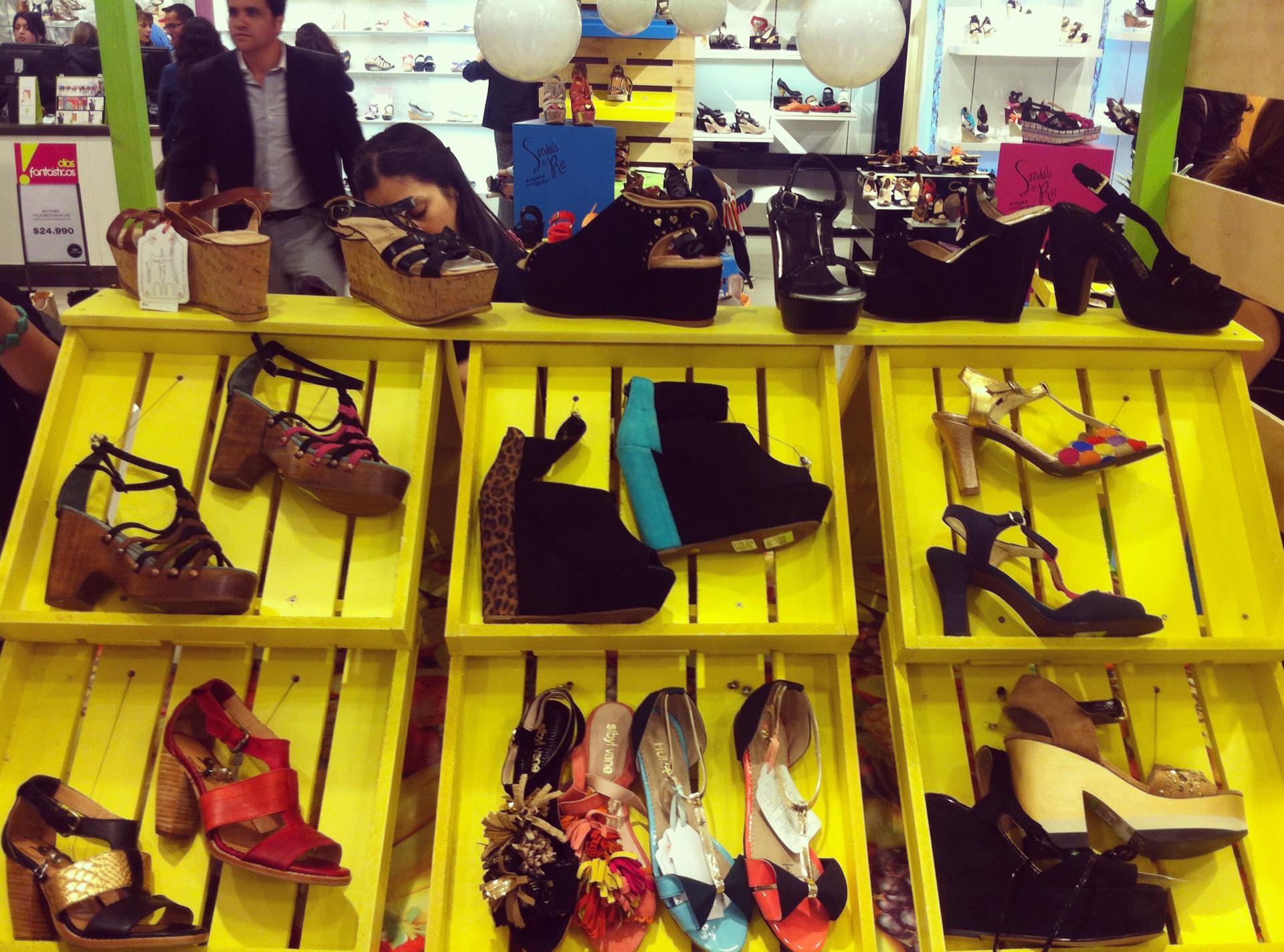 Falabella apoya a jóvenes diseñadoras de calzado