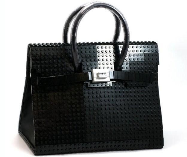 Agnieszka Biernacka y sus carteras confeccionadas con Lego