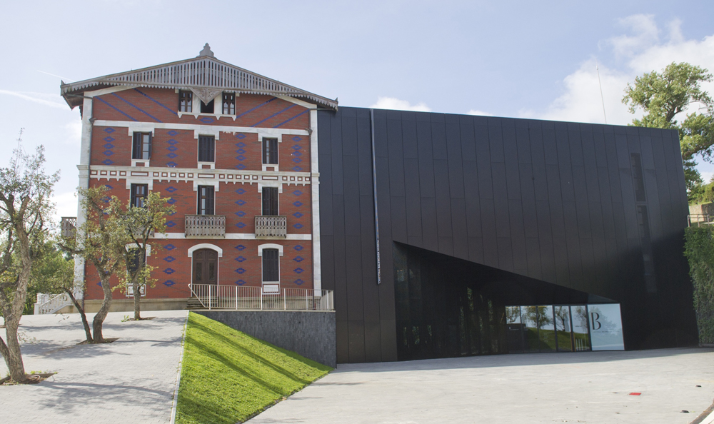 Entrevista a Javier González de Durana, director del Museo Balenciaga