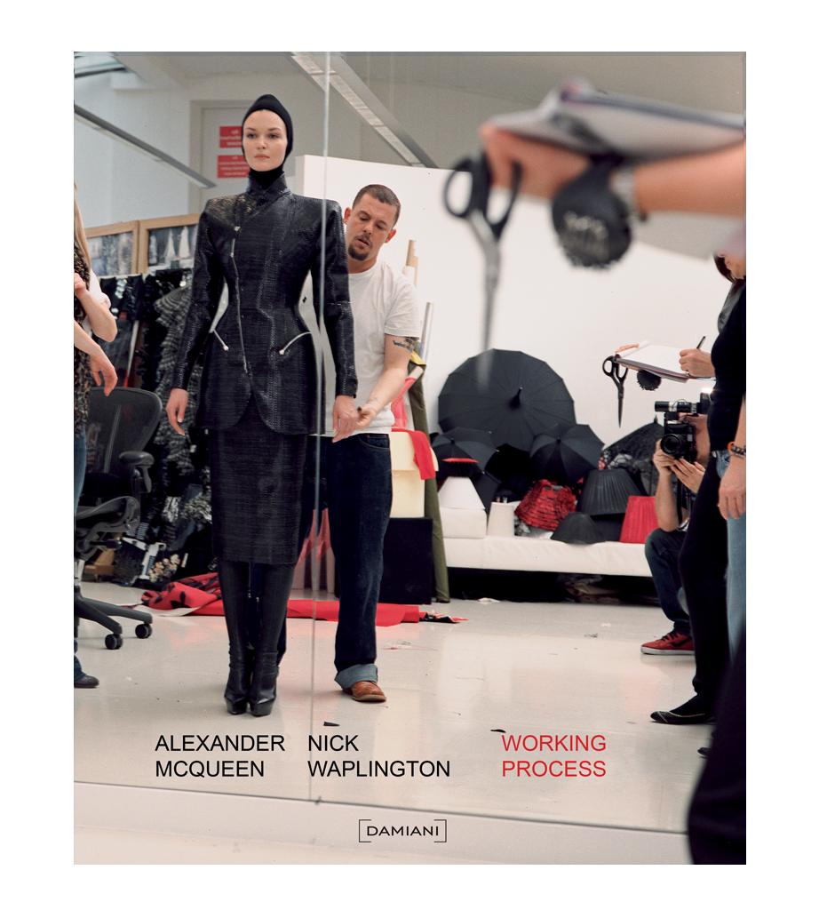 Working Process: El trabajo tras la última colección de McQueen en un libro