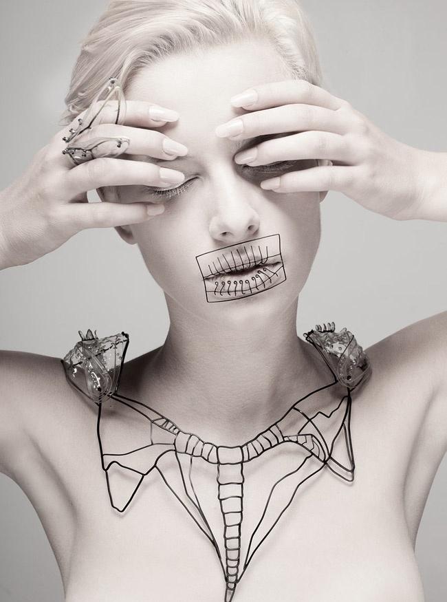 Las joyas como exoesqueletos de la diseñadora israelí Hila Kaminer
