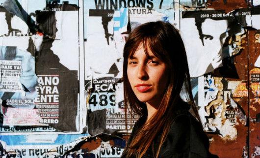 """Entrevista a la diseñadora Vanesa Krongold: """"Me interesa generar poesía visual, lúdica, elegante y vibrante"""""""