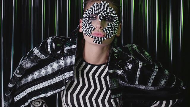 VLC ♥ Las pestañas postizas de Shimmer Twins para Vogue Italia