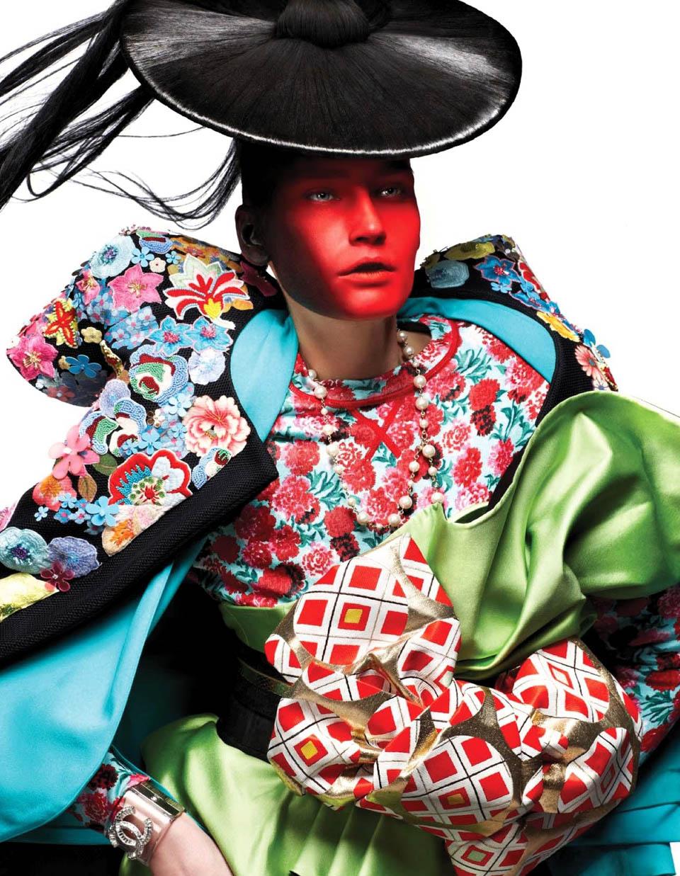 Moda oriental y prendas actuales por Vogue Netherlands, 2013
