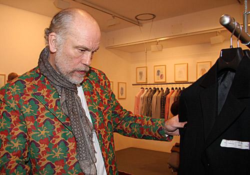 VLC Man: John Malkovich, el diseñador de ropa