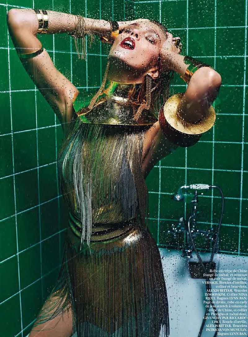 Mario Sorrenti, Anja Rubik y un baño: la editorial de Vogue Paris, 2013