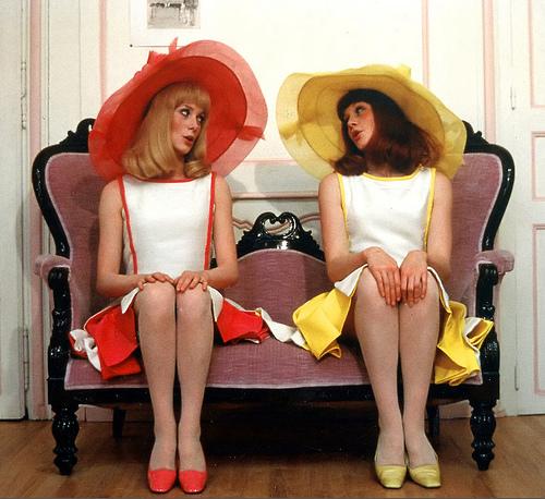 Flashback: Los elegantes y originales sombreros de Jean Barthet