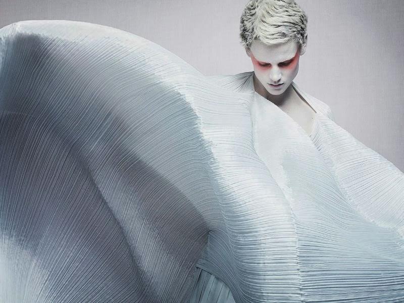"Saskia De Brauw y Lida Fox para Craig McDean en ""It's A Matter of Shape"" Vogue Italia, 2014"