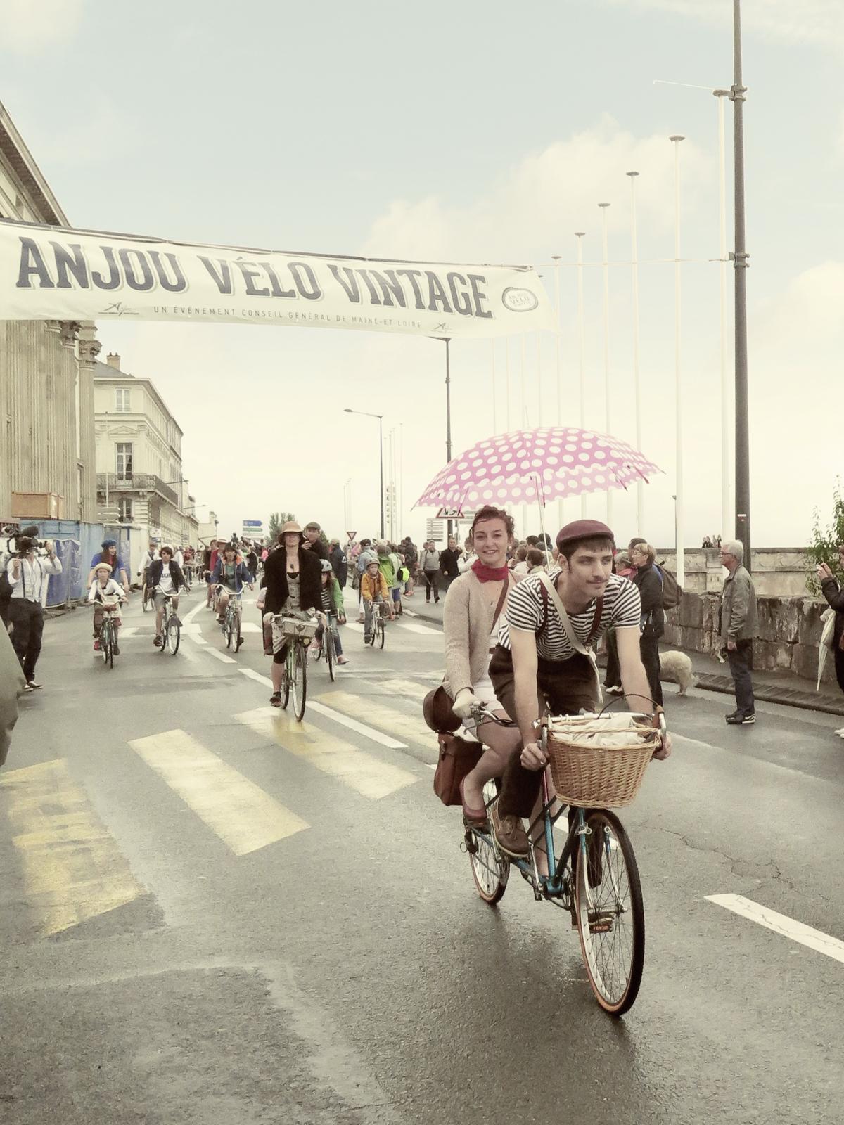Anjou Vélo Vintage: El festival retro para pasear en bicicleta vestido como en los años 30