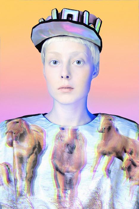 Yulia Vorobieva y los diseños pop holográficos de su marca Turbo_Yulia