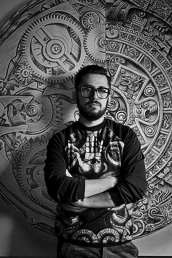 """Entrevista al diseñador mexicano Raúl Orozco: """"Los diseñadores debemos dejar de fantasear y hacer de esto un negocio rentable"""""""