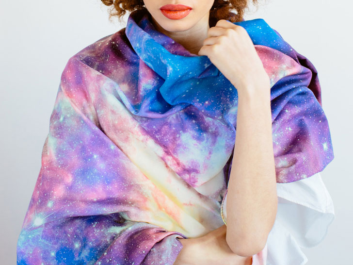 Starstruck Scarfs: Imágenes reales del Universo transformadas en bufandas