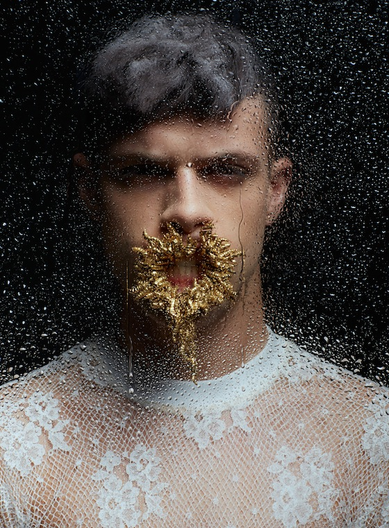 "Editorial Masculina: ""For now we see through a glass darkly"""