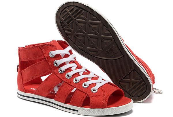 La tendencia de los Cut Out Sneakers o Sandalias-Zapatillas para los días de verano