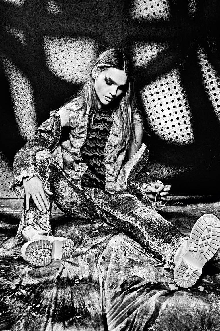 Sasha Pivovarova al estilo de The Fabulous Stains, 2015