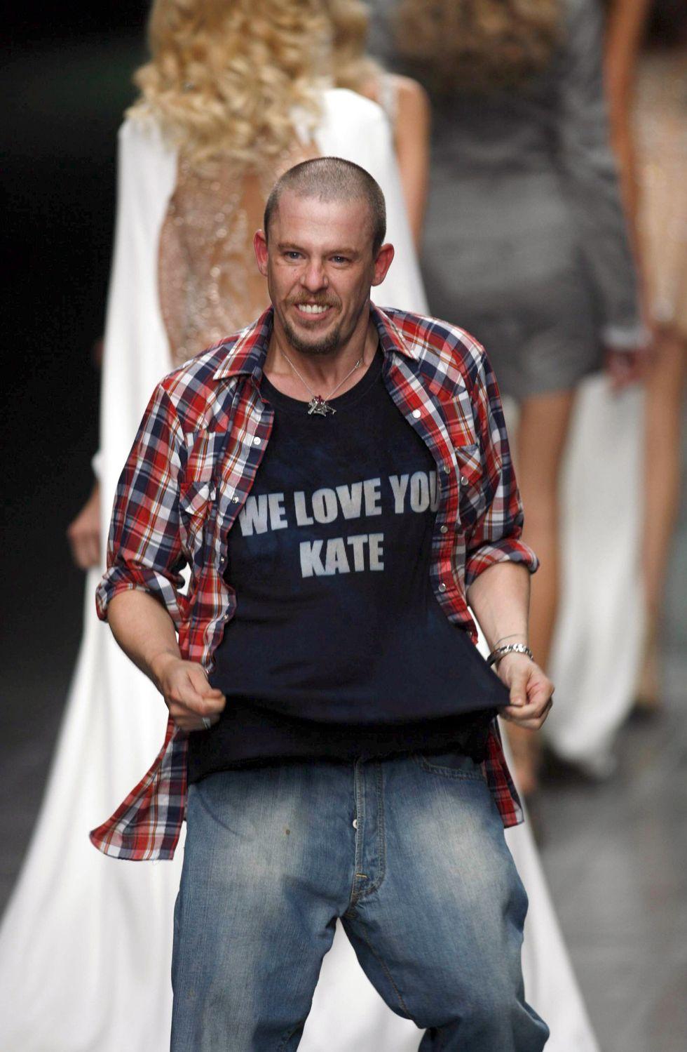 Momentos de amor en la moda: Diseñadores, musas, trajes y más