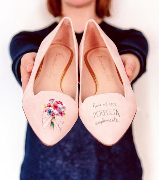 Marián loves shoes y sus zapatos pintados a mano para el día de la madre