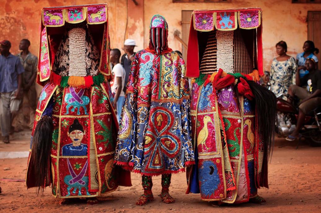 El vestuario de la ceremonia Egúngún que conecta a creyentes con sus antepasados