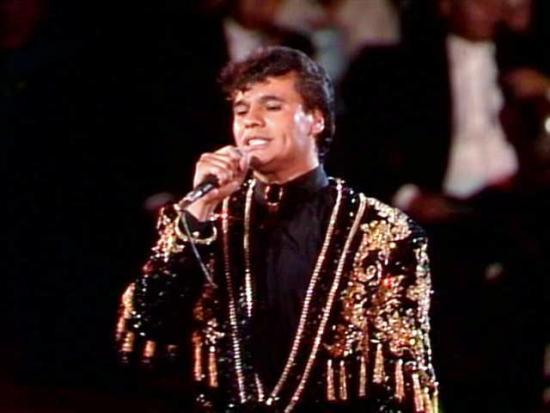 Nostalgia Latina: El estilo de Juan Gabriel