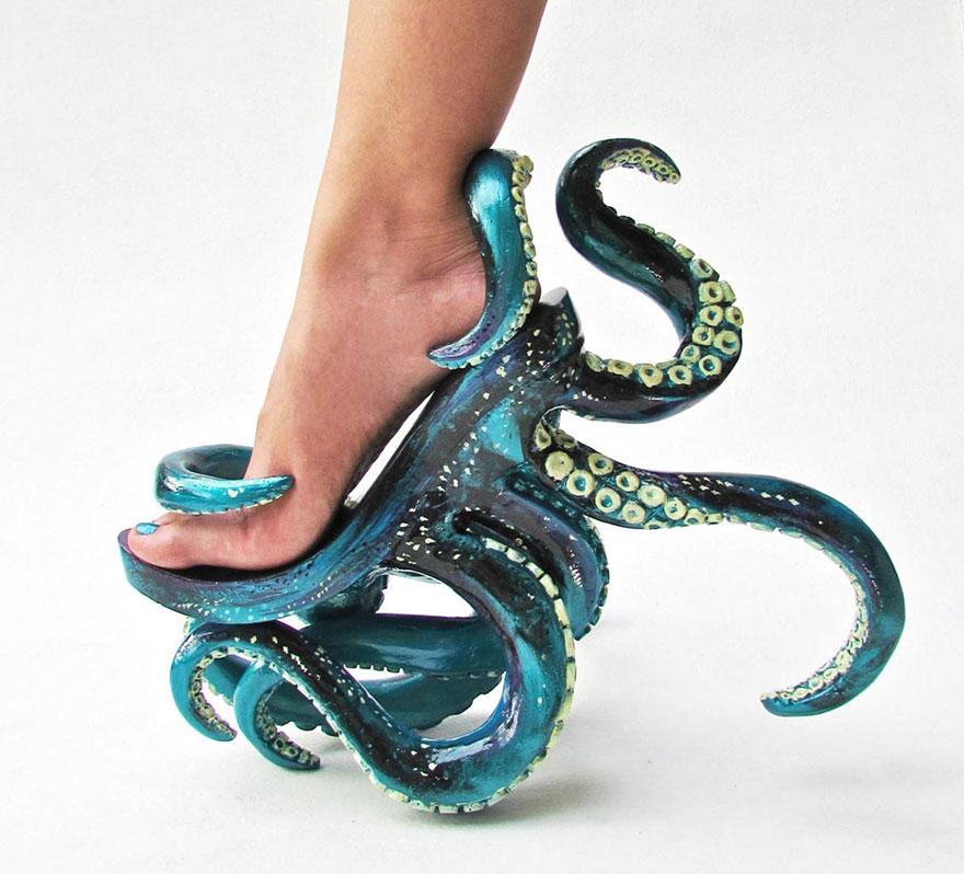 Kermit Tesoro, el diseñador filipino que recrea fantasías en ropa y zapatos