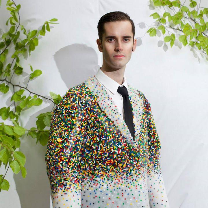 El inusual trabajo de la diseñadora de ropa masculina Dewi Bekker