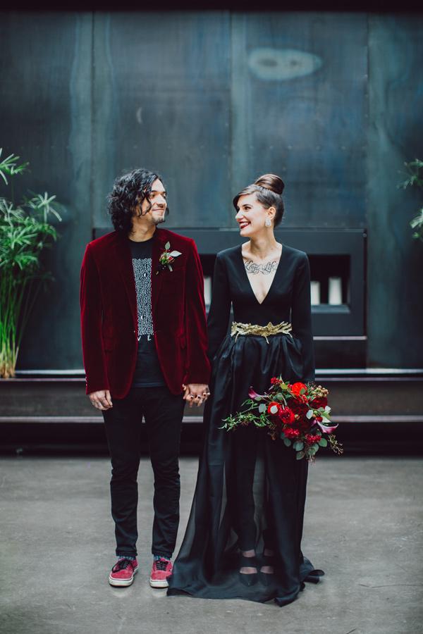 No solo de blanco se casan las novias, y así lo demuestra el blog Rock n Roll Bride