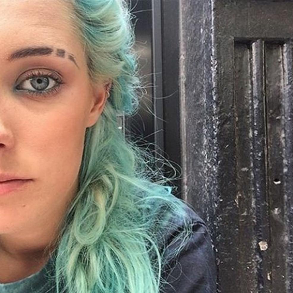 Eyebrow Slits, la tendencia noventera para hacer ranuras en tus cejas vuelve como trend en Instagram