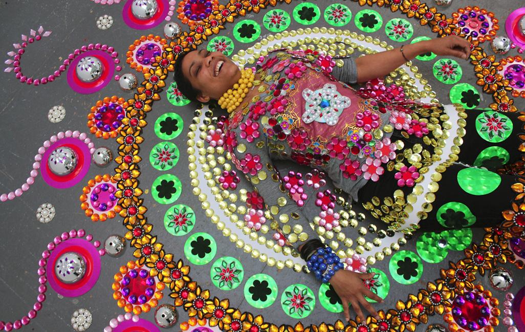Textiles caleidoscópicos y espirituales en el trabajo de la artista holandesa Suzan Drummen