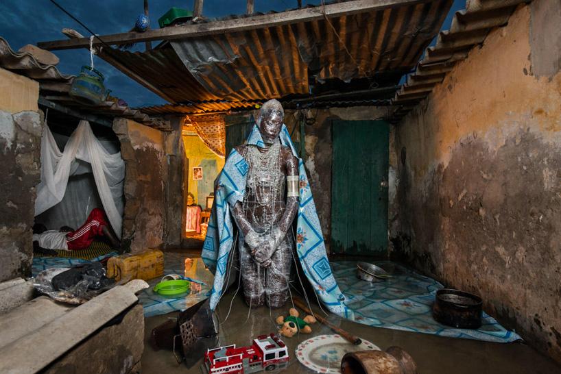 """""""The Prophecy"""", el proyecto que retrata los problemas ambientales de África como si fuera una editorial"""