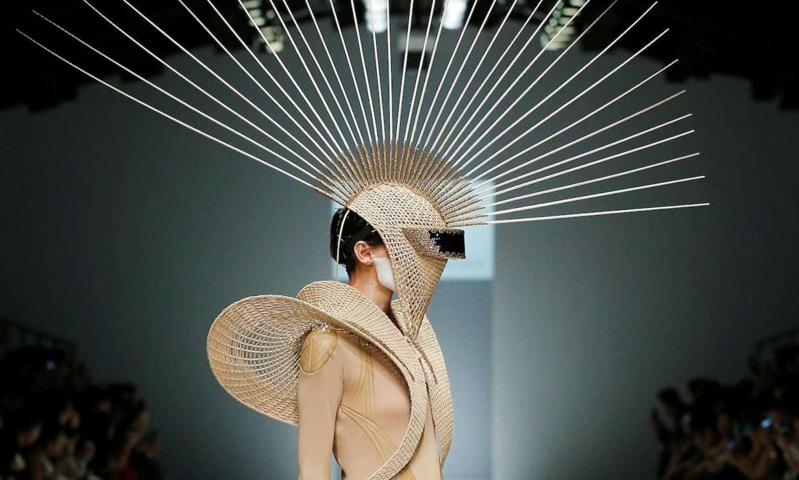 La humildad de los accesorios tejidos de Rinaldy A. Yunardi en Jakarta Fashion Week 2016