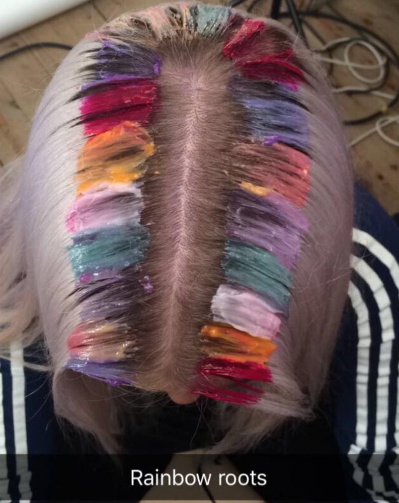 Rainbow Roots, la tendencia que busca convertir tus raíces en un arcoiris