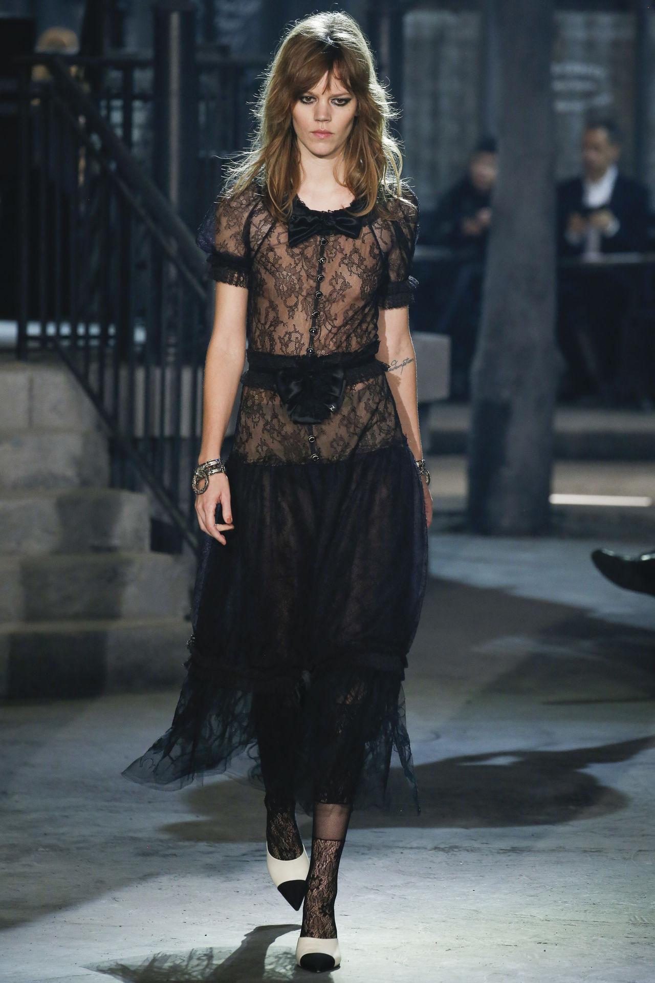 Chanel Métiers D'Art 2015: Entre París y Roma