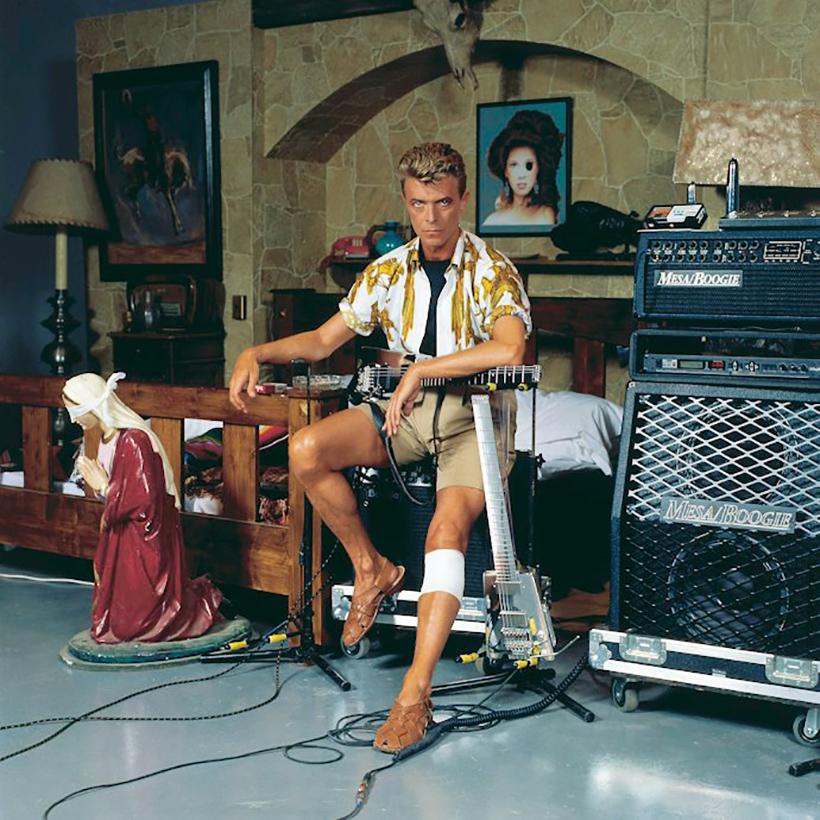 Los diseñadores que vistieron a Bowie
