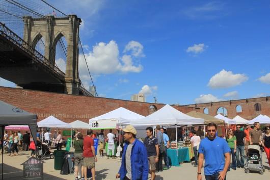 Dumbo Flea Market, una feria de ropa vintage, antigüedades y comida artesanal para perderse en Brooklyn