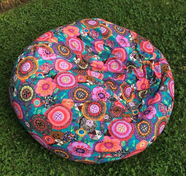 Puff Mandala – Puffs y mantas de polar con diseños de mandala