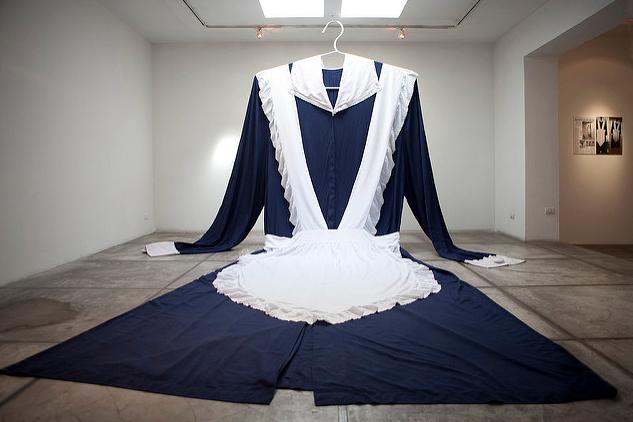 """Entrevista a Ximena Zomosa, artista invitada del Seminario Arte/Moda Intersecciones: """"El feminismo cambió un paradigma con el uso de la falda y el escote y, al menos, en el arte, también tienes una provocación desde las performances de esa época hasta ahora"""""""