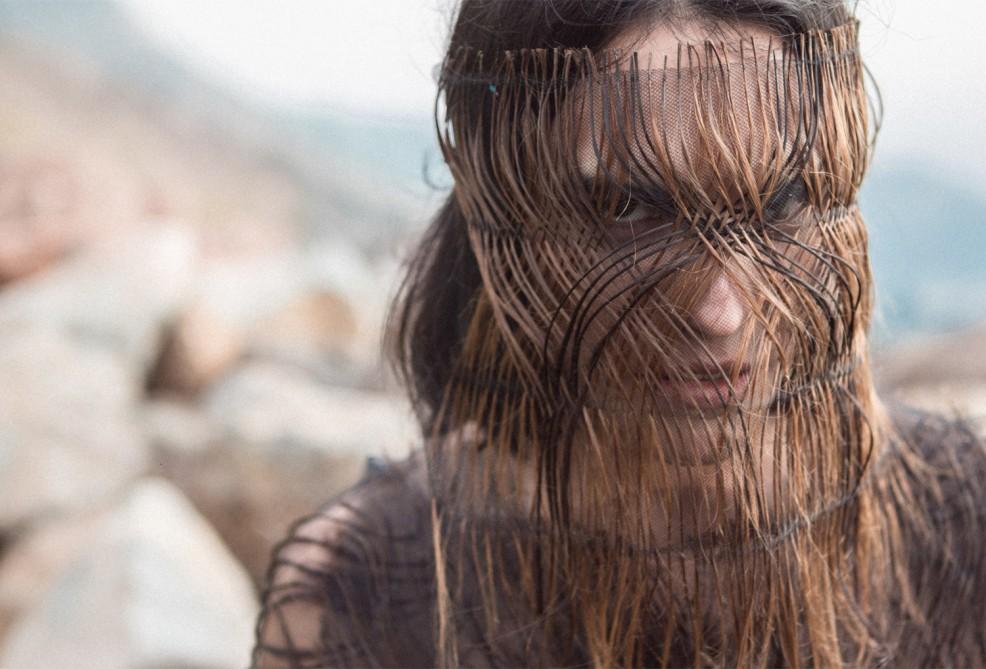 Año 2500, el proyecto textil de Francisca Poch que critica el fast fashion