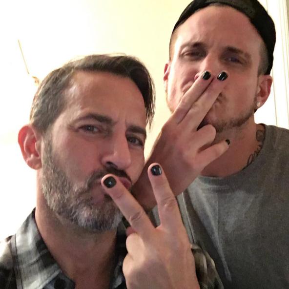 Los hombres reclaman su derecho a pintarse las uñas a través de #MalePolish