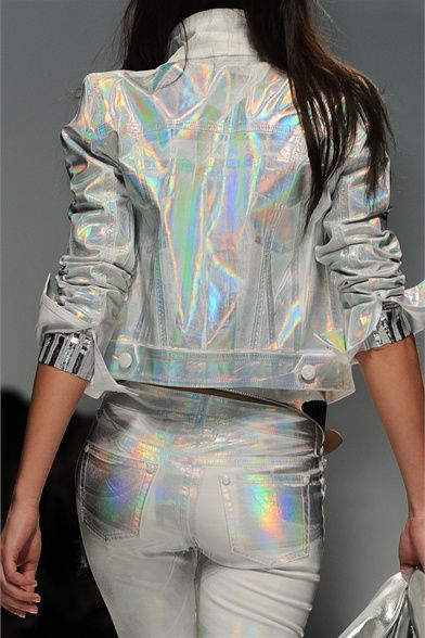 Inspiración visual: El regreso de las prendas holográficas