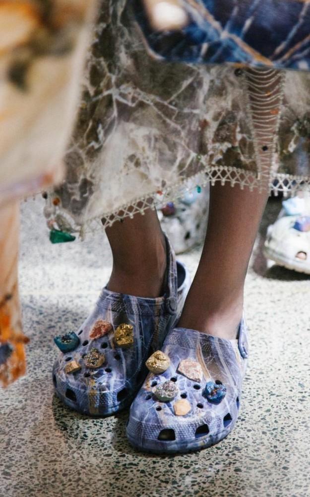 Alerta de tendencia polémica: Se vienen las Crocs de diseñador
