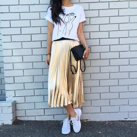 Cómo llevar un look casual con prendas metalizadas