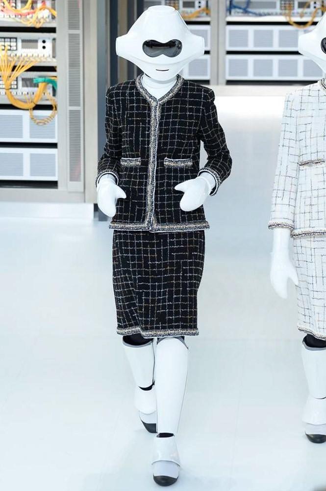 Chanel S/S 2017: El futuro se mezcla con la tradición