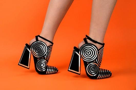Kat Maconie, la diseñadora inglesa que mezcla la moda y la funcionalidad en sus calzados