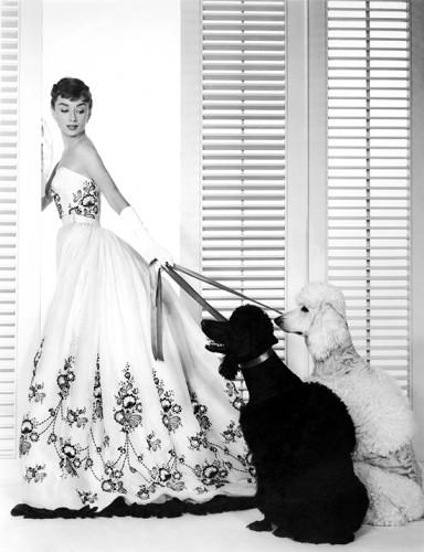 Lazos de amistad y tela: Givenchy recuerda a su musa Audrey Hepburn
