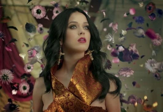 El estilismo en el nuevo video de Katy Perry: Unconditionally