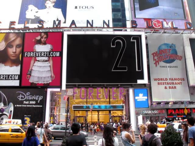 Forever 21: vitrina interactiva