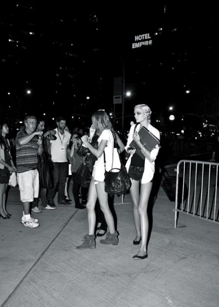 El estilo urbano de las modelos durante la temporada SS 2011 (Parte II)