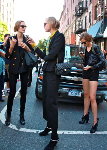El estilo urbano de las modelos durante la temporada SS 2011 (Parte III)